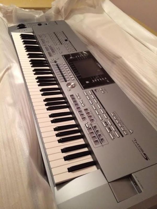 Yamaha tyros 5 keyboard With Speakers.