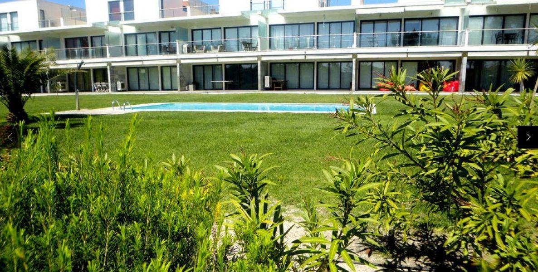 T1 casa a 50 metros da praia troia com piscina e jardim 4p for Piscina 50 metros