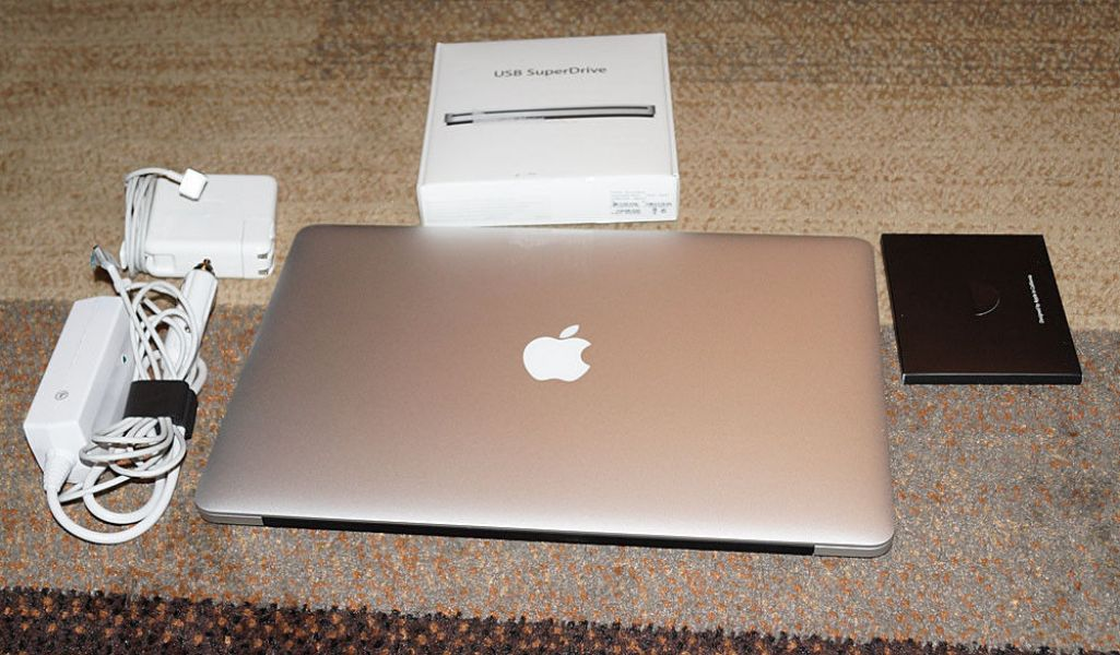 FOR SALE:Apple MacBook pro 15-inch: 2.6GHz